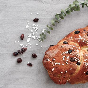 goldbrauner Hefezopf mit Cranberry