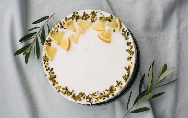 Glutenfreies Buttermilch-Zitronen-Törtchen.