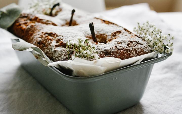Weißer Schokoladenkuchen mitBirne