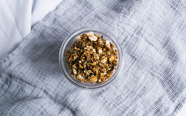 Granola mit Nüssen und Amaranth