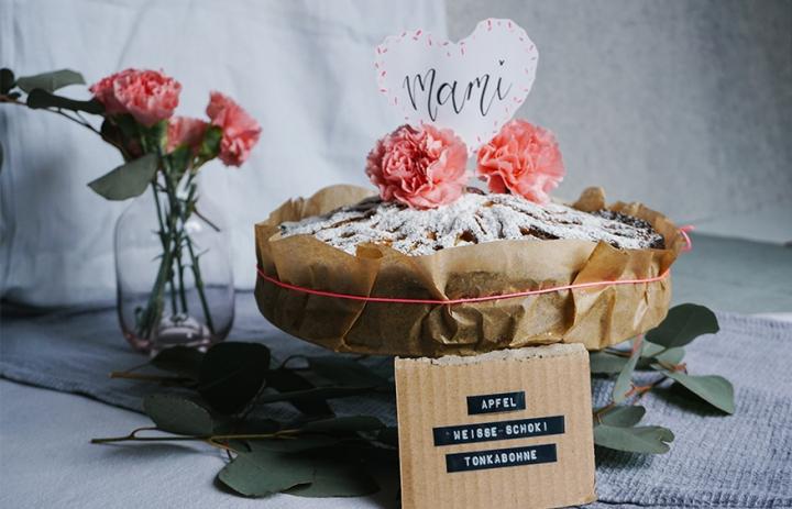 Apfelkuchen mit weißer Schokolade und Tonkabohne