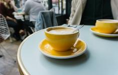 Das Interior im Café überzeugt von der ersten Sekunden an
