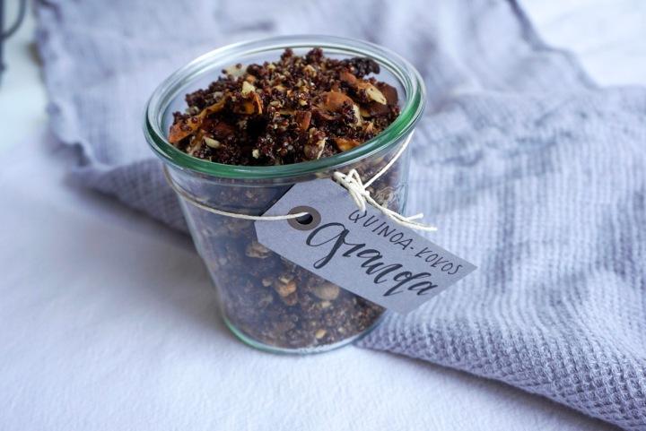 Quinoa Granola mit Kokos
