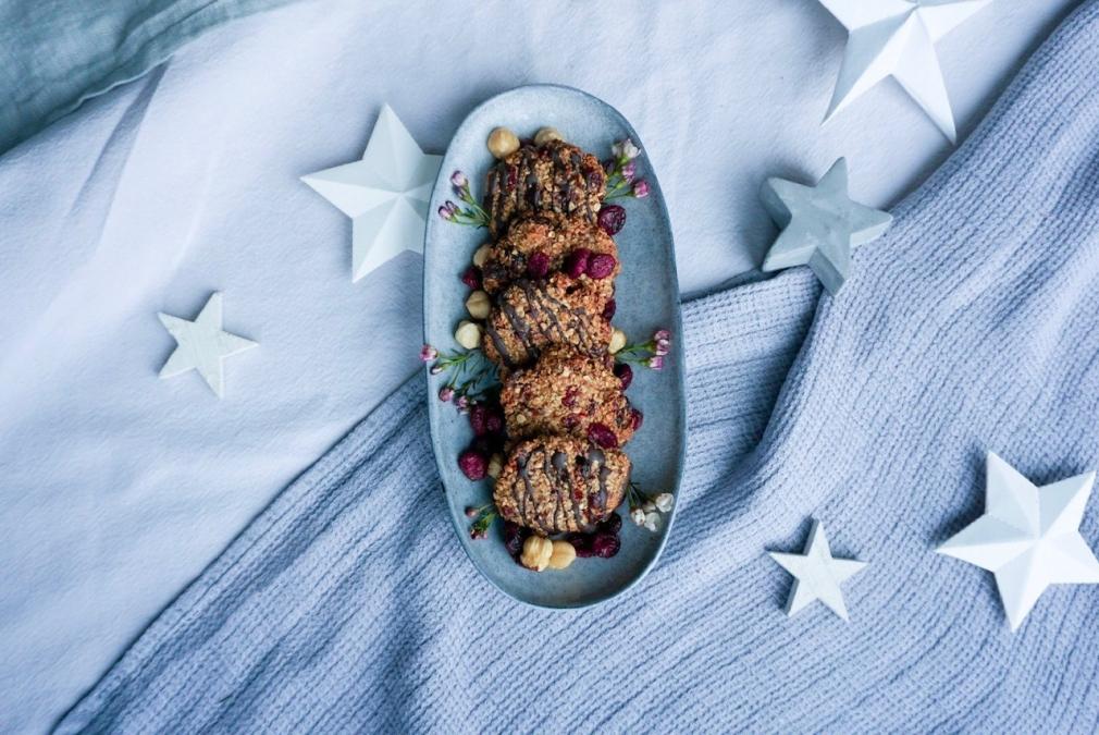 glutenfreie-plätzchen-mit-cranberries-und-haselnüssen