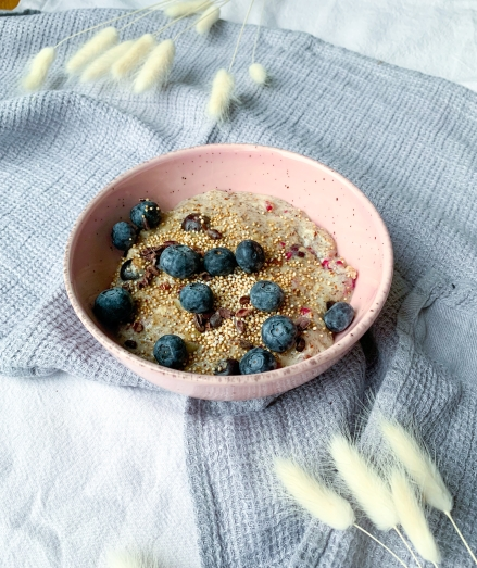 Low Carb Porridge mit Beeren